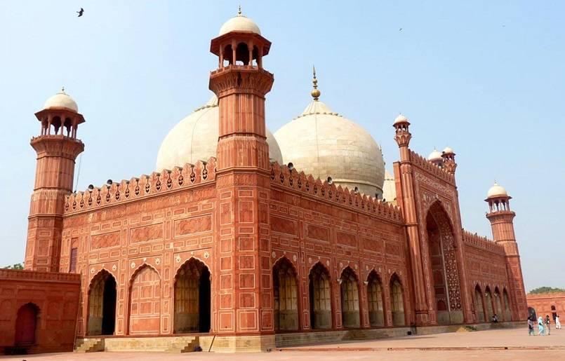 Masjid Badshahi - Masjid Terbesar dan Terindah di Dunia