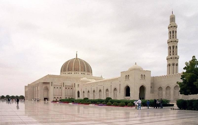 Masjid Agung Sultan Qaboos, Oman - Masjid terbesar dan terindah di dunia